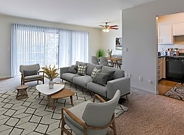 Lake Forest Apartments - Grand Rapids