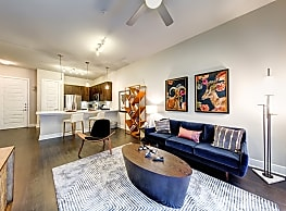 Luxury 1 Br unit on Special! - Katy