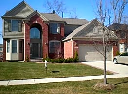 Sharp & Clean, 4 BR Colonial in Rochester Hills - Rochester Hills