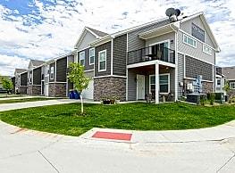 Village At Century Run - West Des Moines