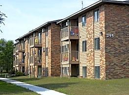 Brookwood Apartments - Saint Cloud