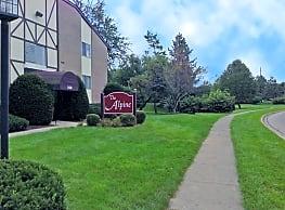 Alpine Apartments - Dayton