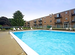 Fox Run Apartments - Austintown