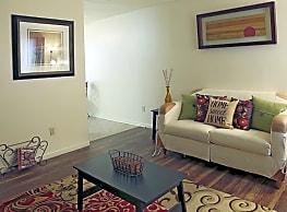 College Main Apartments - Bryan