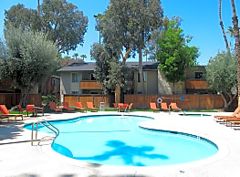 Americana Warner Center Apartments - Canoga Park