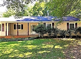 This 3 bedroom, 2 bath home has 1442 square feet o - Conyers