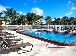 Costa Del Lago Apartments - Lake Worth