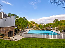 The henley apartments knoxville tn 37920 for Knoxville public swimming pools