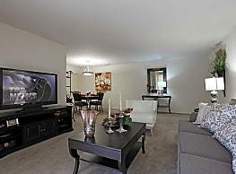 Foxmoor Apartments - Parma Heights