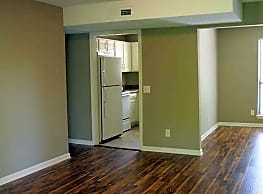 Woodland Apartments - Rossville