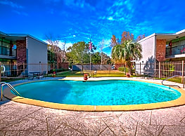 Country Club Apartments - Pascagoula