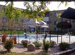 Goldenstar Apartments - Maplewood