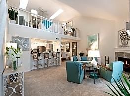 Canterbury Crossing Luxury Apartment Homes - Brookfield
