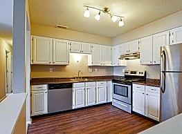 Harbour Club Apartments - Centerville
