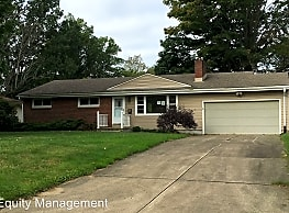 3396 Sandalwood Ct - Youngstown