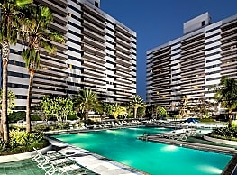 Barrington Plaza - Los Angeles