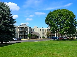 Pondview Apartments - Maplewood