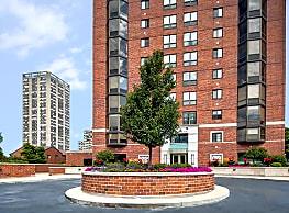 Yankee Hill Apartments - Milwaukee
