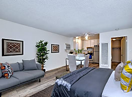 Country Club Apartments - Van Nuys