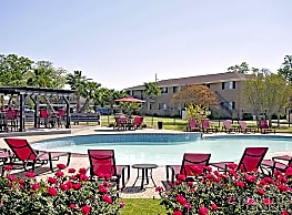 Briarwood Apartments - College Station