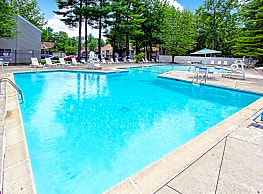 Foxrun Apartments - Clifton Park