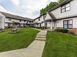 Hoosier Court Apartments - Bloomington
