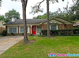 Updates Galore. 4 bd/ 2 bth, $500 OFF FIRST MONTH - Houston