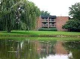 Willow Lake Apartments - Lombard