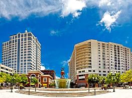 The Cosmopolitan Apartments - Virginia Beach