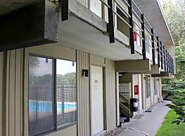 Creekside Apartments - Cedar Rapids