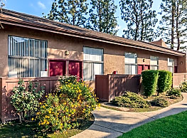 Pacific Terrace Apartments - Bakersfield