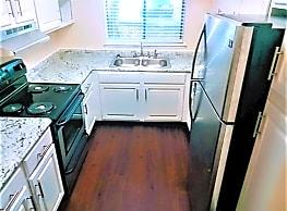 St. Andrews Apartments - Columbia