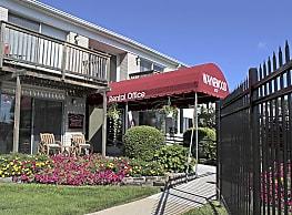 Waynewood Apartments - Westland