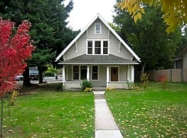 4Bd/2Ba Two Story House - For Viewing! - Salem