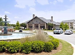 Houston Lake Apartment Community - Warner Robins