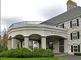 The Porticos of Fox Point - Fox Point