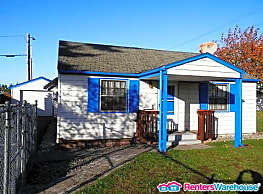 Picturesque little 2 bdrm bungalow in Lakewood! - Lakewood