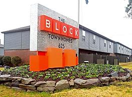 The Block Townhomes - Starkville