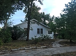 Super cute 2/1/1 on double lot in the heart of ... - Saint Petersburg
