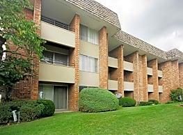 Regency Park Apartments - Grand Rapids