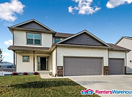 Stunning Waukee 4 Bed, 2.5 Bath Single Family Home - Waukee