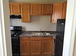 Plaza Hill Manor Apartments - Kansas City
