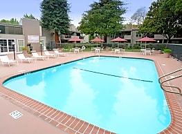 Redwood Plaza Apartments - Fremont