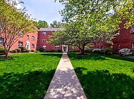 Washington and Lee Apartments - Arlington