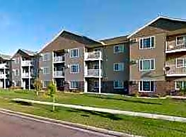 Maple Creek Apartments - Fargo