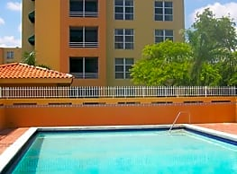 International Club Apartments - Miami