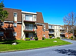 Independence Square Apartments - Whitehall