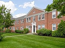 Williamsburg Court Apartments - Saratoga Springs