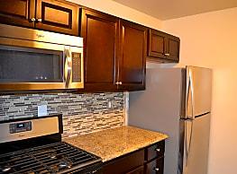 Willow Lake Apartment Homes - Laurel