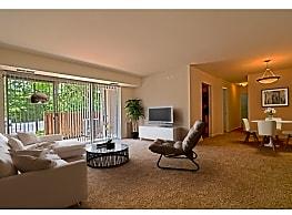 Woodside Apartments - Glen Burnie